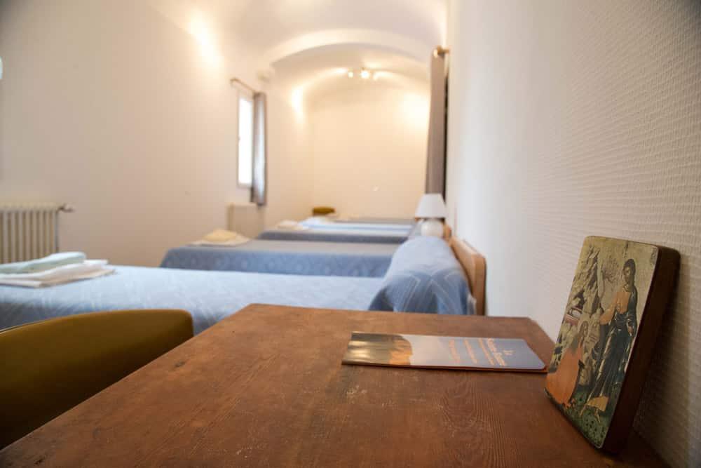 Hostellerie – chambre avec icône